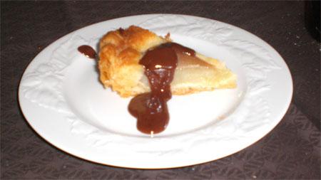 tarta de peras con salsa de chocolate